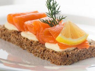 Räucherlachs auf Brot (Foto: Stockunlimited)