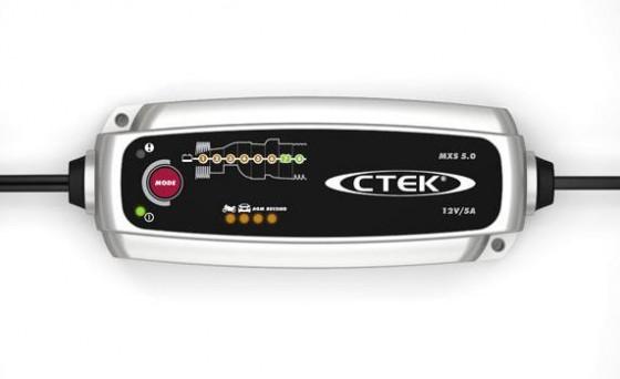 """Einmal """"sehr empfehlenswert"""" für das CTEK MXS 5.0, sechsmal """"empfehlenswert"""" und einmal """"bedingt empfehlenswert"""" lautet das Urteil der GTÜ-Tester für Batterieladegeräte.  (Foto: CTEK)"""