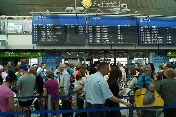 Wohin die Reise auch gehen soll: Erst auf einem Flugbuchungsportal den Flug raussuchen und dann auf der Webseite der Fluggesellschaft buchen - das ist laut Stiftung Warentest am Günstigsten. (Foto: Markus Burgdorf)